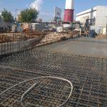 Залив бетона в каркас фундамента